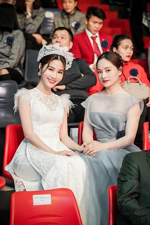 Diễm My vui mừng khi gặp diễn viên Lan Phương. Cả hai từng cùng nhau tham gia nhiều sự kiện do VFC thực hiện.