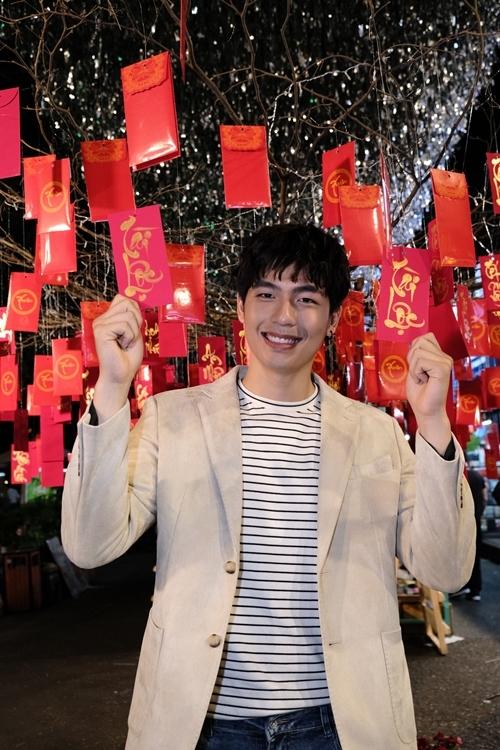 Quốc Anh đảm nhận vai Phong trong hai giai đoạn thời trẻ và khi ở tuổi trung niên. Anh được đạo diễn Nguyễn Phan Quang Bình khen nỗ lực, nói liền bảy trang thoại không vấp.