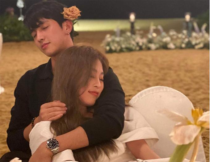 Á hậu Phương Nga tình tứ bên bạn trai diễn viên Bình An sau tiệc.