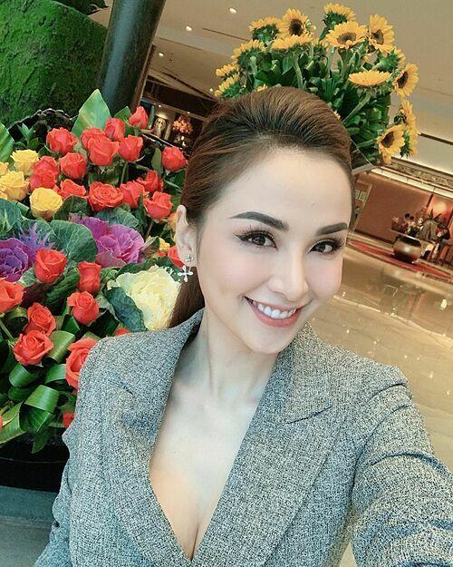 Hoa hậu Diễm Hương thả thính: Hoa và em, anh chọn ai?.