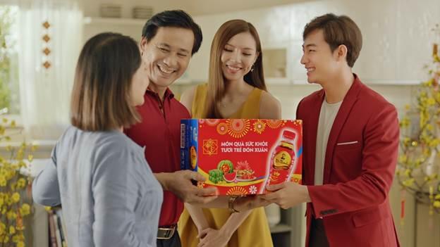 Thức uống có lợi cho sức khỏe như Trà Thanh Nhiệt Dr Thanh là món quà dành cho mọi gia đình để thanh nhiệt cơ thể trong ngày Tết.