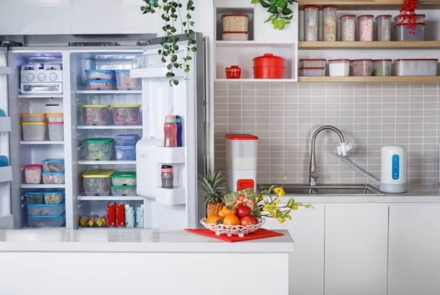 Kệ bếp gọn gàng và ngăn nắp nếu các chị embiết cách sắp xếp các vật dụngkhéo léo.