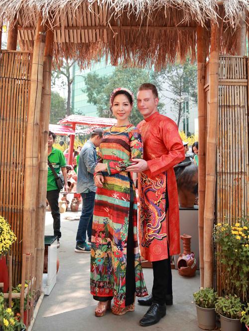Kyo York chia sẻ anh đã sống và hoạt động nghệ thuật ở Việt Nam nhiều năm khá am hiểu văn hóa, phong tục tập quán ở đây. Nam ca sĩ rất thích không khí rộn ràng những ngày giáp Tết.