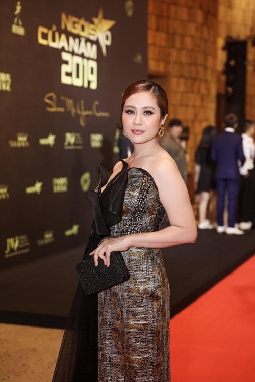 Trong đêm trao giải, Thanh Thúy cùng Trương Ngọc Ánh trao cúp Ngôi sao điện ảnh cho diễn viên Quốc Trường.