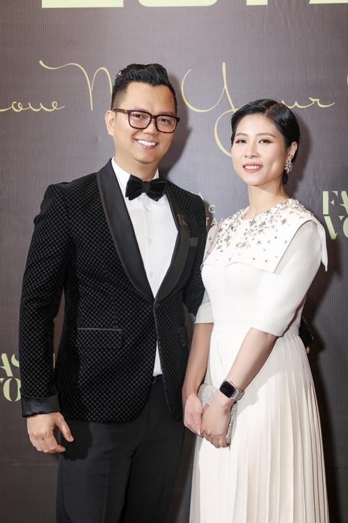 Đạo diễn Long Kan có mặt sớm tại sự kiện. Anh công bố và trao giải Mỹ nhân của năm cho Hoa hậu HHen Niê.