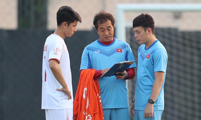 Trận đấu giữa Việt Nam và Triều Tiên sẽ diễn ra trên sân Rajamangala ở Bangkok trong khi cặp đấu còn lại của bảng D giữa UAE và Jordan diễn ra ở Buriram.