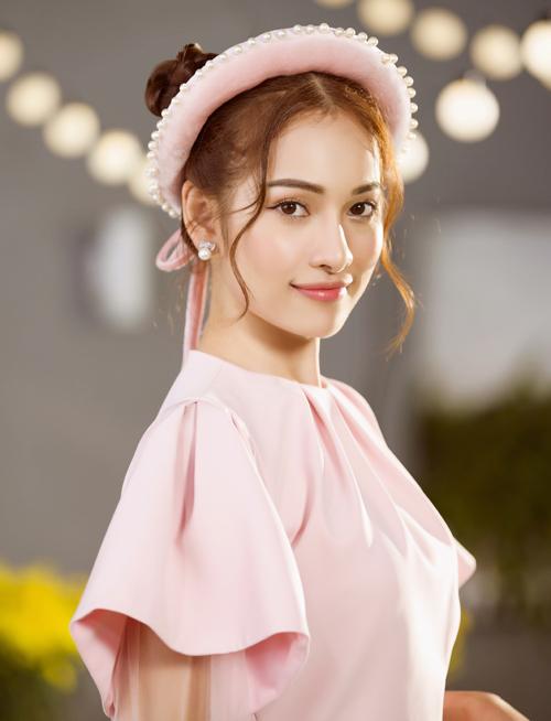 Sara Lưu hoạt động nghệ thuật chăm chỉ từ khi kết hôn với Dương Khắc Linh. Cô được ông xã hỗ trợ hết mình trong các sản phẩm âm nhạc.