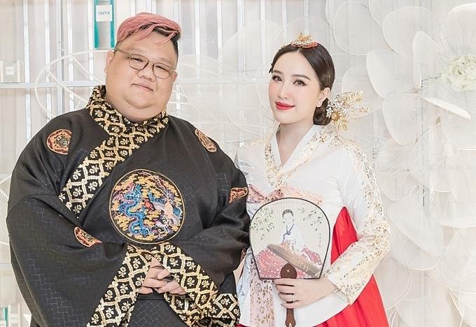 Bảo Thy chụp hình cùng bạn thân Vương Khang.