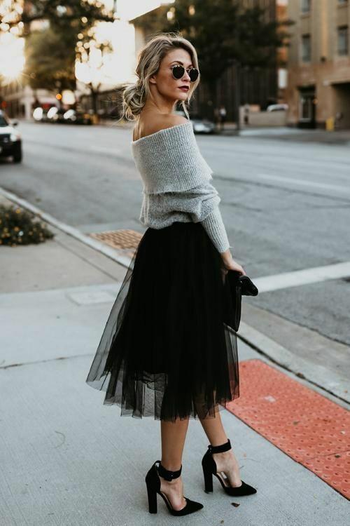 Từ mùa thời trang 2015, những kiểu chân váy xòe may bằng vải tuyn từng khiến các fashionista đứng ngồi không yên.