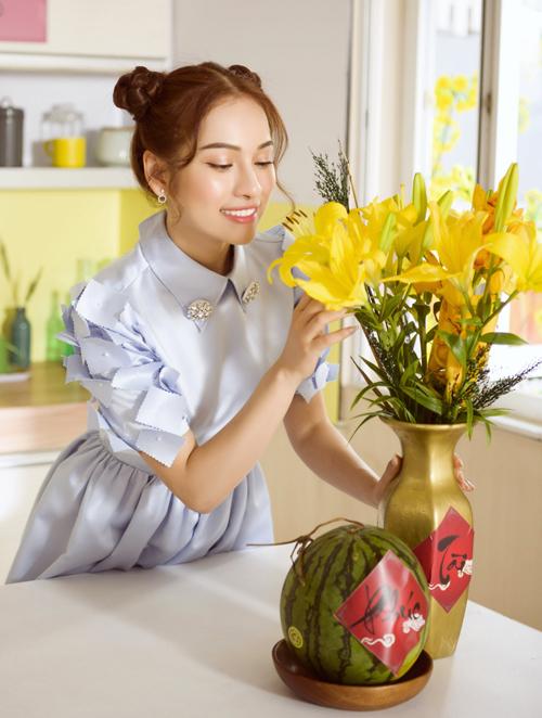 Sara Lưu trong vai cô gái hồn nhiên, nhí nhảnh vẫn hào hức mong chờ mỗi khi Tết đến xuân về.