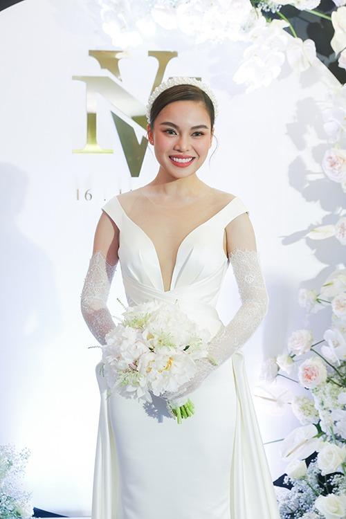 Cũng trong tối 16/11, cô dâu Giang Hồng Ngọc đãlàm lễ thành hôn với chú rể Xuân Văn.
