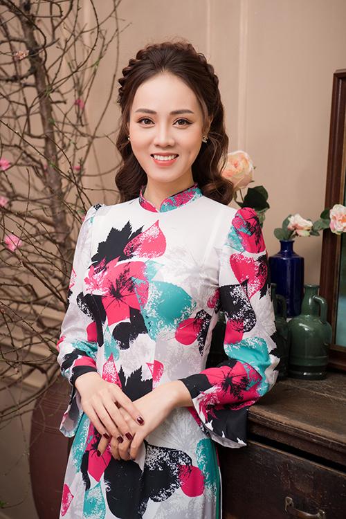 Ngọc Hà, bạn gái kém 15 tuổi của NSND Công Lý vừa thực hiện một bộ ảnh kỷ niệm để chuẩn bị đón năm mới. Ở tuổi 32, người đẹp được khen ngày càng xinh đẹp với vóc dáng cân đối sau khi giảm bốn kg.