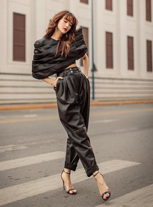 Trang phục này giúp người đẹp khoe vòng eo con kiến trên phố.