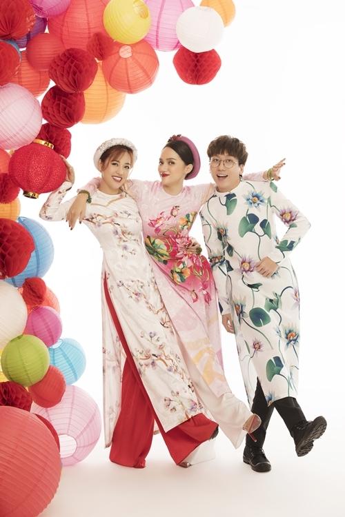 Hương Giang nhí nhảnh bên nữ diễn viên - MC Puka và diễn viên hài Phát La.