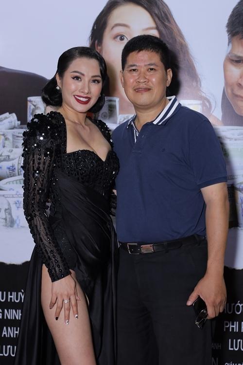 Yaya Trương Nhi bên Phước Sang - một trong ba bạn diễn nam của cô trong phim.