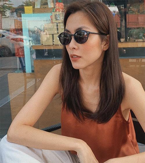 Khi đi du xuân sau dịp Tết Nguyên Đán, mắt kính đúng trend như Tăng Thanh Hà sẽ khiến phái đẹp trở nên cuốn hút hơn.