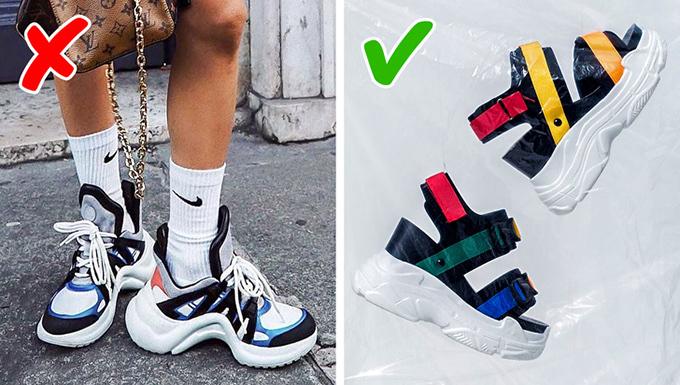 Giày xấu xí (Ugly shoes) Vài năm qua, các mẫu giày sneaker thô kệch trở nên phổ biến nhờ thương hiệu Balenciaga, thậm chí được kết hợp cùng váy áo nữ tính hay bộ suit lịch thiệp. Tuy nhiên, trào lưu này đã chuyển thành sandal xấu xí (ugly sandals) với phần đế dày, quai bản lớn và màu sắc rực rỡ.