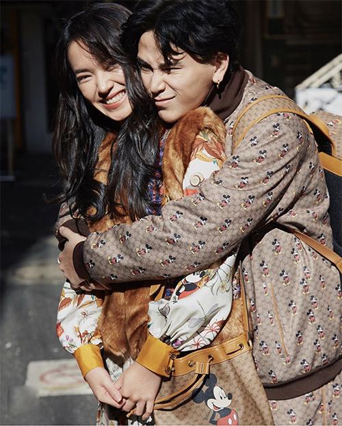 Châu Bùi và Decao cùng thể hiện khả năng mix-match đồ dạo phố cuốn hút với các mẫu trang phục, túi xách hot trend.