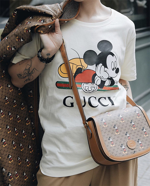 Áo thun in hình chuột kiểu dáng đơn giản, sắc màu trẻ trung dự báo là sản phẩm cháy hàng ở xuân Canh Tý.