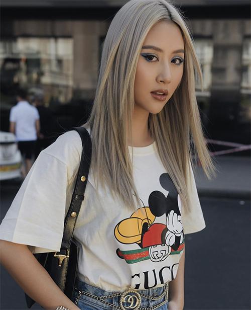 Quỳnh Anh Shyn chọn thêm túi đeo vai mới nhất của Gucci để hoàn thiện set đồ dạo phố mùa xuân.
