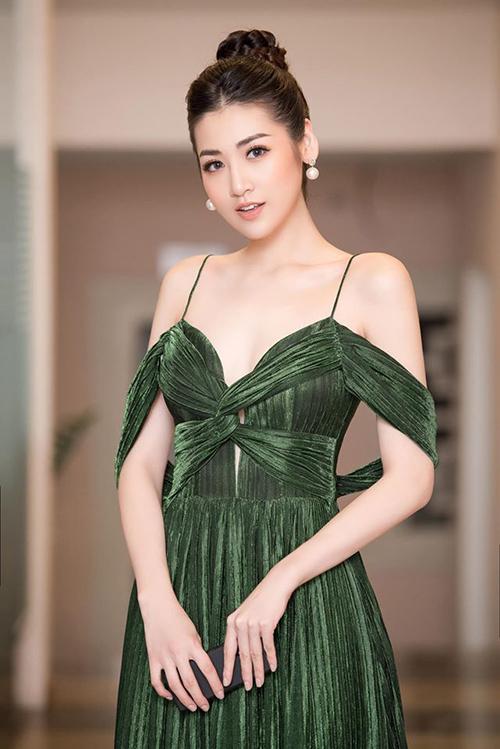 Nhan sắc á hậu Tú Anh sau khi sinh con.