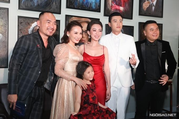 Tiến Luật cùng Thu Trang bên đoàn phim Đôi mắt âm dương.