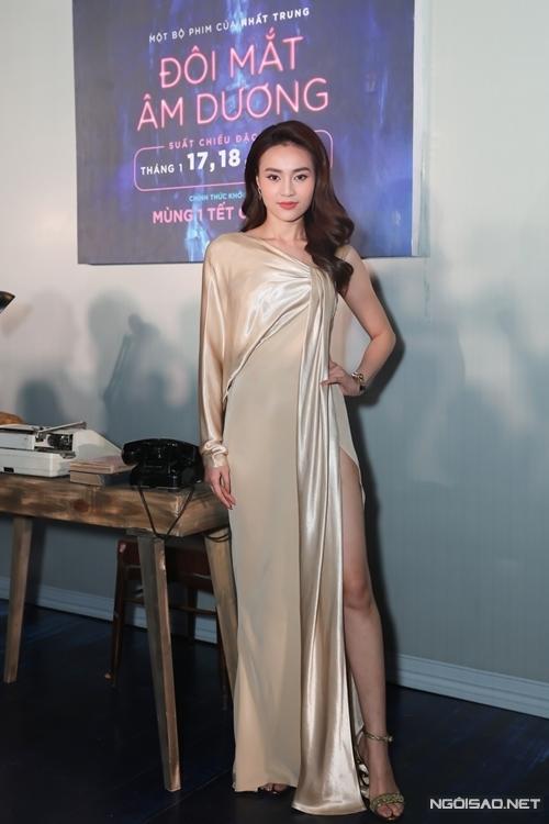 Ninh Dương Lan Ngọc mừng phim mới của đạo diễn Nhất Trung ra rạp. Tết năm ngoái, cô đóng chính trong phim doanh thu 191 tỷ đồng Cua lại vợ bầu của Nhất Trung, giành một số giải thưởng nhờ vai diễn này.