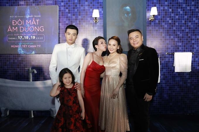 Quốc Trường, Thu Trang, Bảo Thanh, đạo diễn Nhất Trung và diễn viên nhí Ngân Chi.