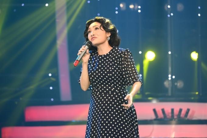 Ngay khi Nhật Thuỷ bước ra với tạo hình ca sĩ Mỹ Linh, giám khảo Quang Linh thốt lên: Giống quá. Cô khoe giọng hát giống hệt đàn chị qua ca khúc Hương ngọc lan.