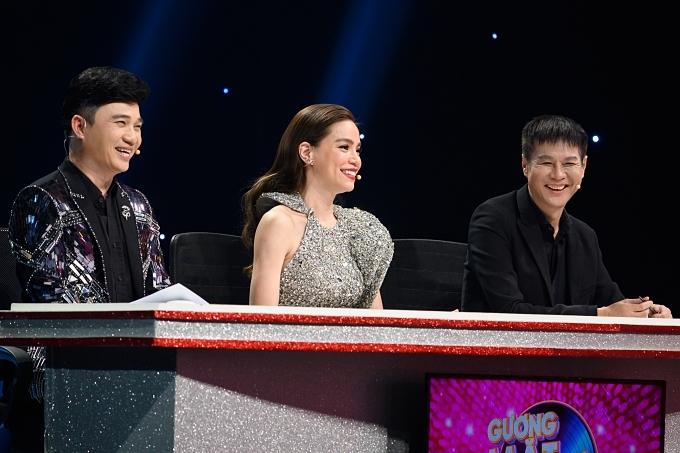 Ban giám khảo còn có sự góp mặt của ca sĩ Quang Linh (trái), đạo diễn Lê Hoàng (phải).