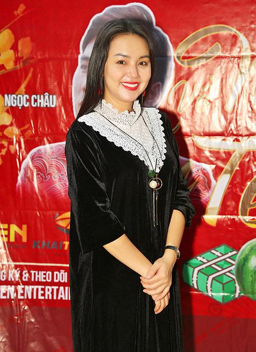 Ca sĩ Amy Lê Anh đến chung vui với gia đình Quyền Lộc.