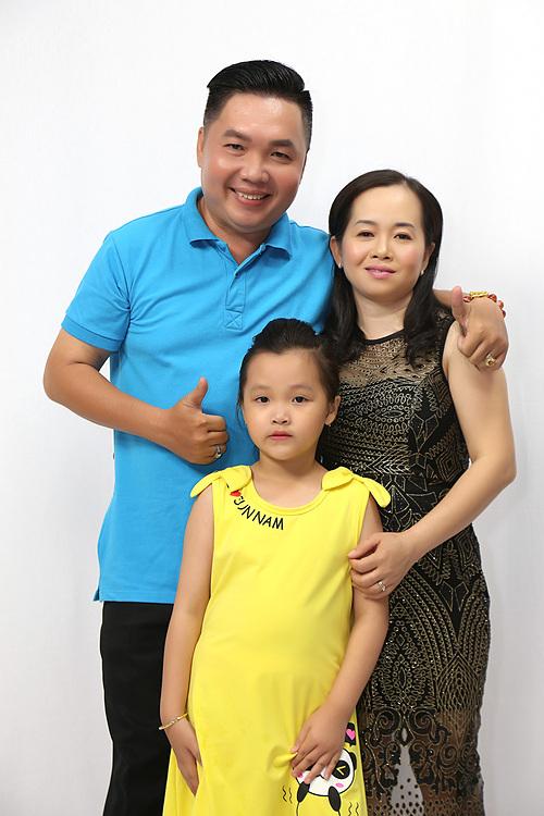 Nghệ sĩ hài Tùng Linh và vợ con.