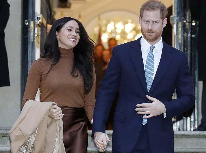 Vợ chồng Hoàng tử Harry sẽ đi về giữa Anh và Canada sau khi chính thức rút khỏi hoàng gia. Ảnh: AP.