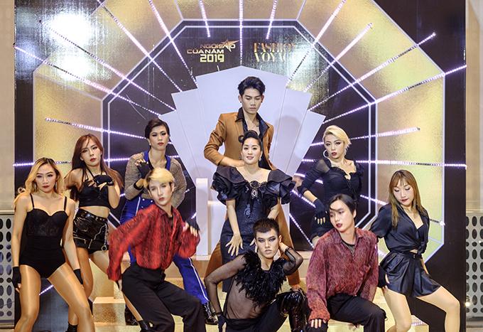 Tiết mục khuấy động không khí thảm đỏ của đêm gala, khởi động màn chụp hình trên ngai vàng để tranh giải King & Queen of the night của các ngôi sao tham dự chương trình.