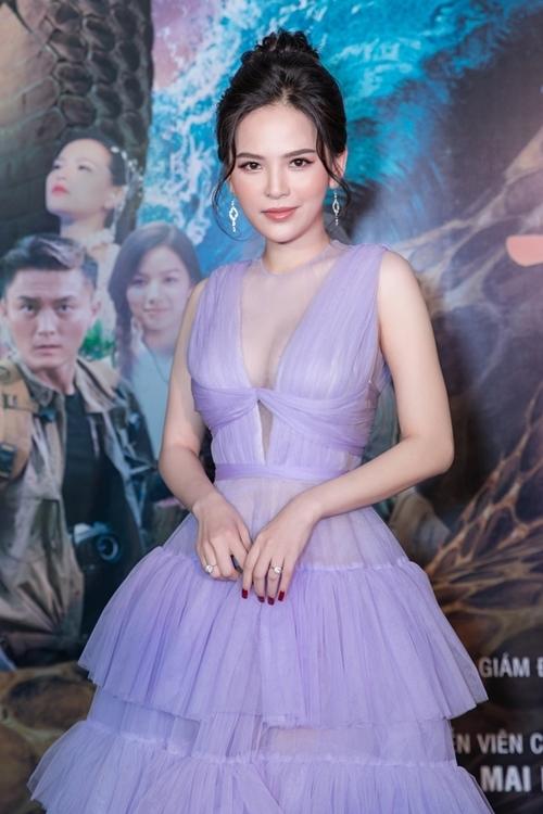 Phi Huyền Trang đảm nhận vai Bạch Xà - chị gái của Thanh Xà. Trong phim, cô và Lily Luta đều mặc gợi cảm, có một số cảnh biến thành rắn và có nhiều pha võ thuật.