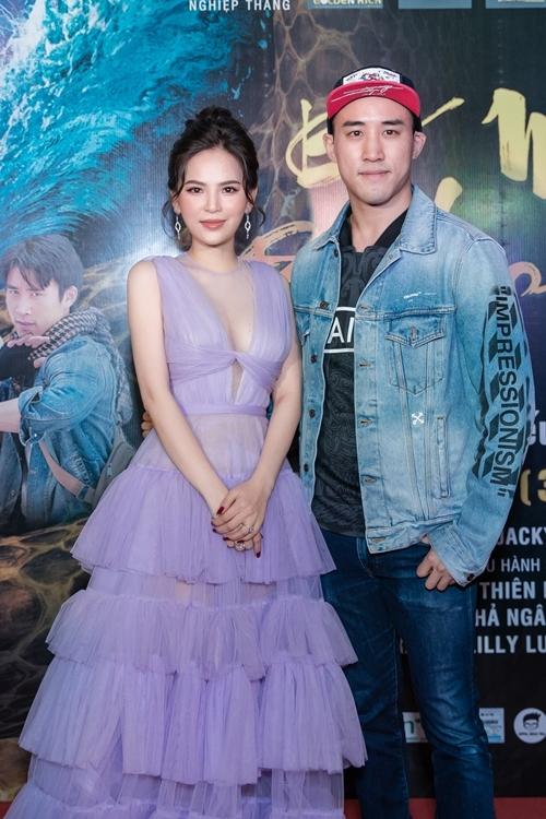 Phi Huyền Trang bên diễn viên võ thuật người Mỹ gốc Hoa Dịch Dương. Trong phim, vai Bà Xà của cô yêu thầm nam chính Thạch Lâm do anh thể hiện.