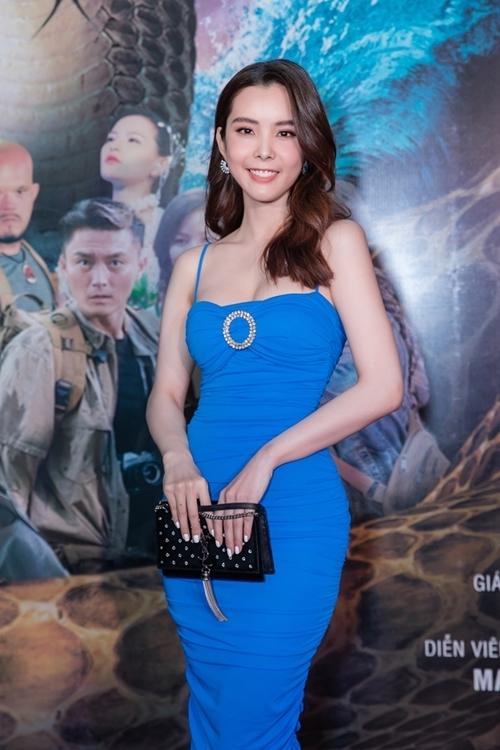 Hoa hậu Huỳnh Vy ủng hộ phim của các đồng nghiệp.