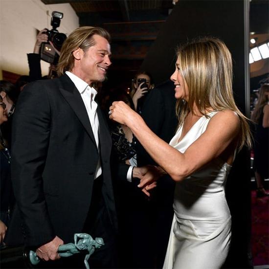 Sau lễ trao giải SAG Award, Brad Pitt gặp vợ cũ, Jennifer Aniston, tại hậu trường. Hai người vồn vã chào hỏi và chúc mừng nhau khi cùng thắng giải. Brad đoạt giải Nam diễn viên phụ xuất sắc với phim điện ảnh Once Upon a Time in Hollywood trong khi Jennifer giành giải Nữ diễn viên xuất sắc phim truyền hình tâm lý với The Morning Show.
