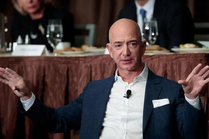 Theo Variety, người giàu nhất thế giớiJeff Bezos mới mua thêm một căn biệt ở Washington (Mỹ) với giá 5 triệu USD. Ngôi nhà này nằm đối diện với căn biệt thự 23 triệu USD của ông chủ Amazon.