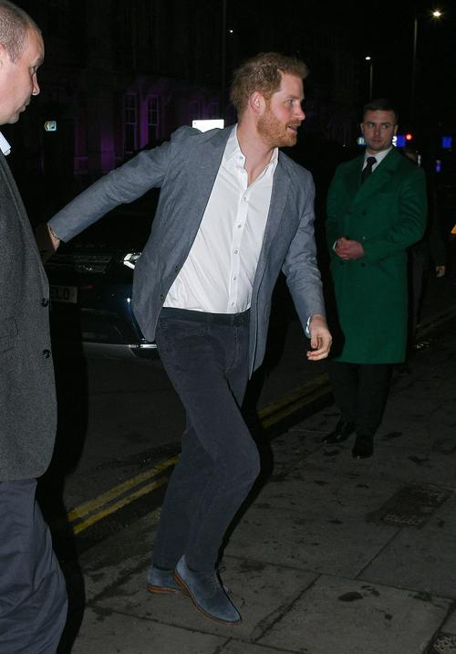 Harry buồn đau vì không còn lựa chọn nào ngoài rời hoàng gia