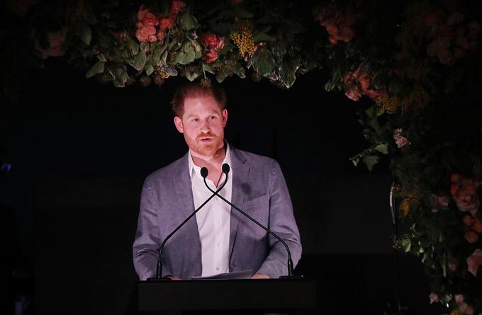 Harry buồn đau vì không còn lựa chọn nào ngoài rời hoàng gia - 1