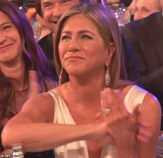 Phản ứng của Jennifer khi nghe bài phát biểu của Brad Pitt.