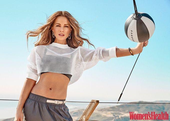 Kate Beckinsale giữ bụng săn dáng gọn