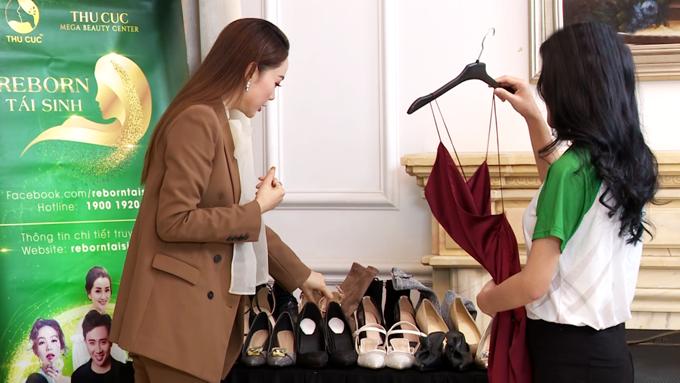 Minh Hằng tự tay chọn trang phục, phụ kiện giúp Lưu Thị Hoa tỏa sáng.