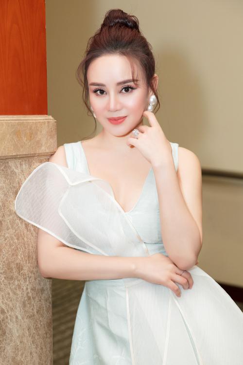 Nữ ca sĩ được nhiều người khen trẻ trung, quyến rũ ở tuổi ngoài 30.