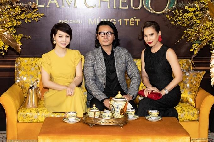 Diễn viên Mai Thu Huyền, Trương Minh Cường và hoa hậu Ngọc Khánh dành thời gian trò chuyện trước khi vào rạp xem phim.