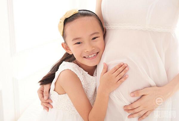 Hoa hậu nói cô rất mong con chào đời khỏe mạnh, bình an. Hiện tại, cô tạm ngừng làm việc, chủ yếu ở nhà tĩnh dưỡng và chờ sinh.