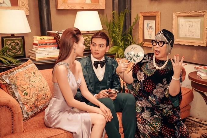 Bà nội Hồng Vân (phải) bên Lê Xuân Tiền và Lan Ngọc.