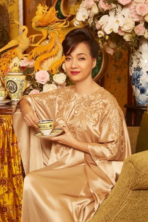 NSND Lê Khanh vào vai quý bà Thái Tuyết Mai.