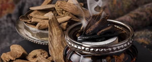 Hương gỗ được nhiều nhà điều chế nước hoa ưa thích khi sáng tạo mùi hương cho phái mạnh.